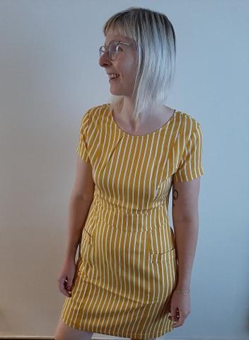 Retro-kleding-dress honey model front ZILCH