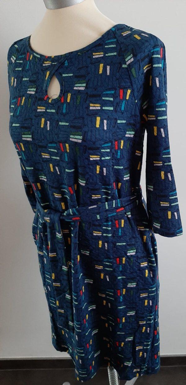 whosthatgirl-retro-jurk-blauw-zij