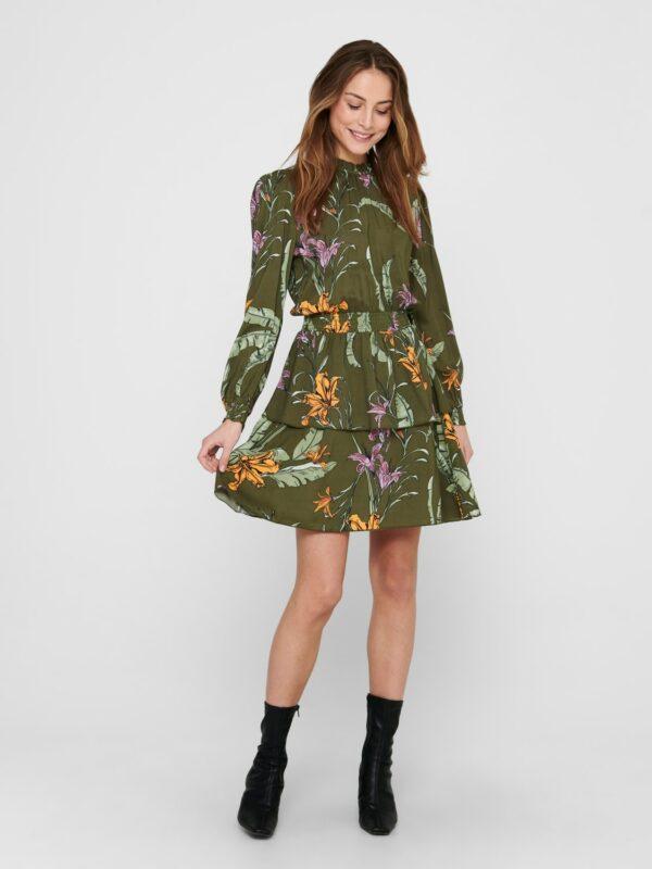 Retro-Only-jurk-green-wild-flowers-model-voor