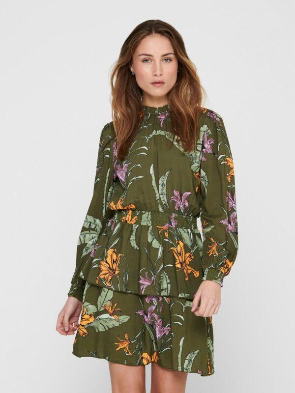 Retro-Only-jurk-green-wild-flowers-voor-model-close-up