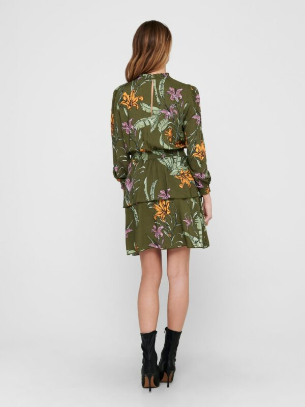 Retro-Only-jurk-groen-wild-flowers-model-achter
