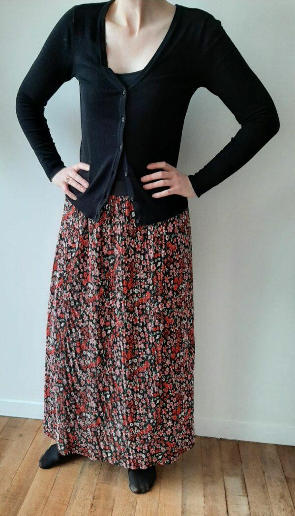 Retro-Only-lange-rok-black-red-flowers-voor-model