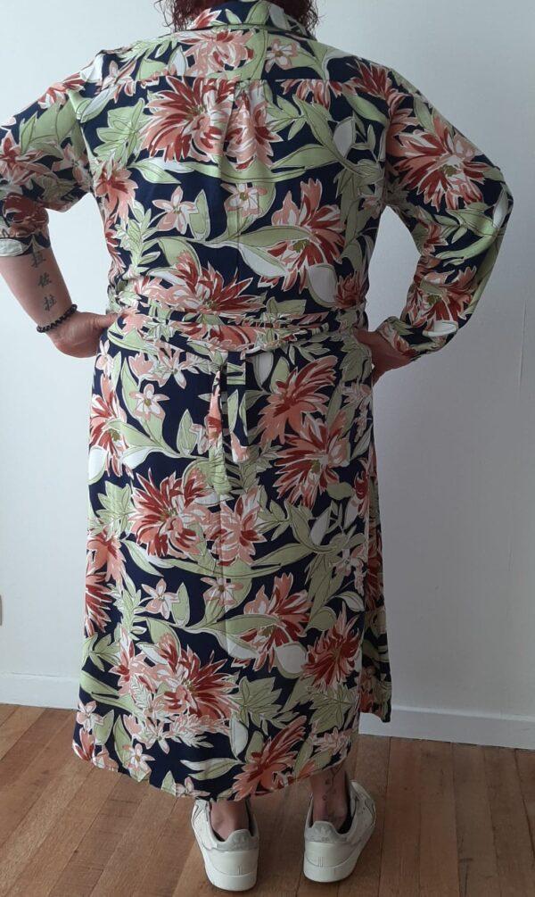 Retro-world-fashion-jurk-tropical-navy-modelmaatjemeer-achter