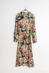 Retro-world-fashion-jurk-tropical-navy-na-kapstok