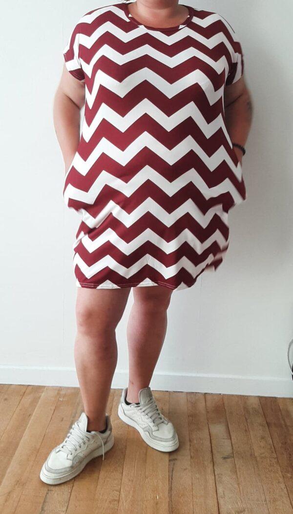 Retro-world-fashion-jurk-zig-zag-modelmaatjemeer-rood-voor