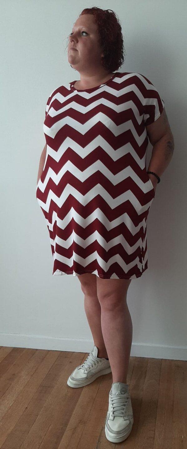 Retro-world-fashion-jurk-zig-zag-rood-modelmaatjemeer-detail