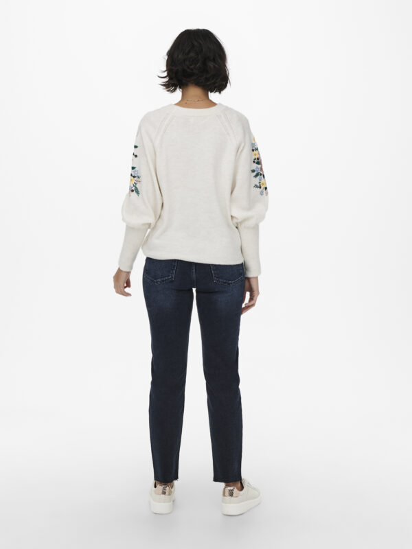 Retro-Only-pullover-ecru-voorkant-model-fantasie