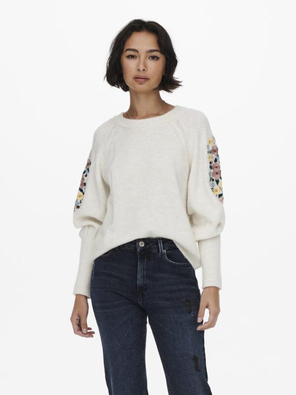 Retro-Only-pullover-ecru-voorkant-model-fantasie-dichtbij