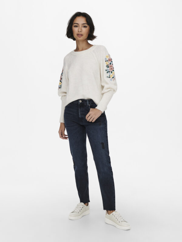 Retro-Only-pullover-ecru-voorkant-model-volledig