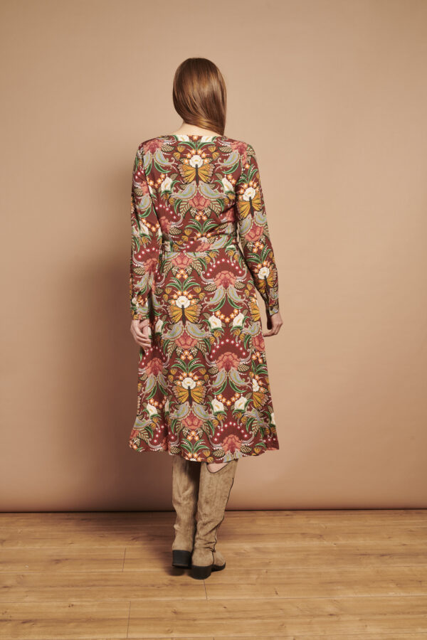 Smashed-Lemon-Retro-jurk-multi-bloemen-model-achterkant-volledig